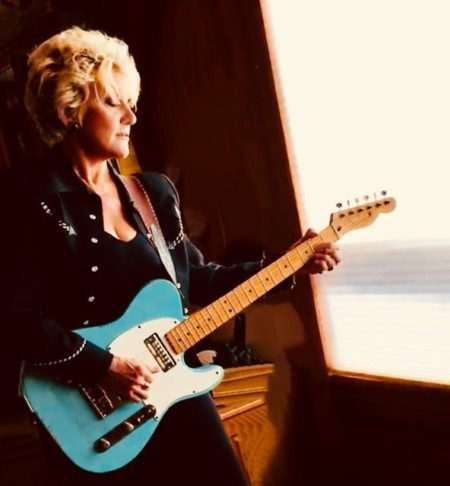Lacy J Dalton with Dale Poune – Country's Queen – A Country Christmas show!